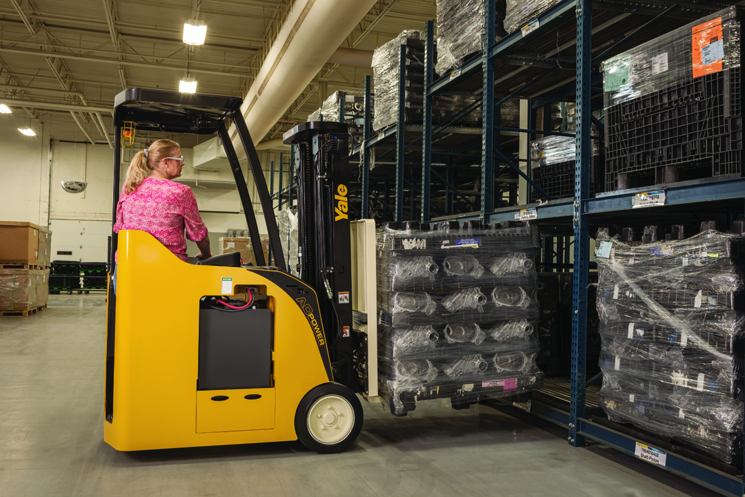 Rent 3-Wheel Electric Forklifts | Briggs Equipment